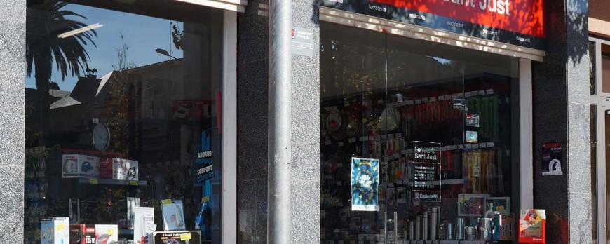 """Un participante del curso """"Solidaridad en Cadena"""" inaugura su propia ferretería Cadena 88 en Sant Just Desvern"""